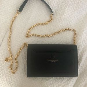 MARC JACOBS CROSS BODY. barely used